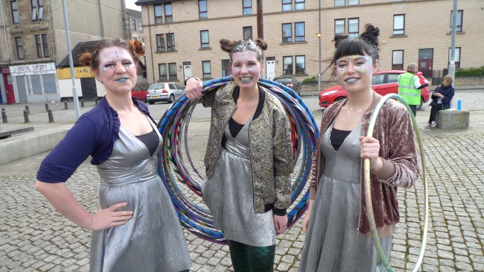 Alien hula hoopers